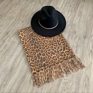 NEW ❗️ Leopard print scarf /shawl - NWT ✨